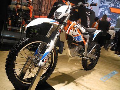 Die Enduro KTM Freeride E-XC wird von einem geräuschlosen E-Motor mit 11 kW/15 PS Dauerleistung angetrieben.