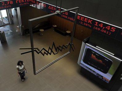 A Bolsa de Valores de Atenas esteve fechada durante quase um mês devido à crise da dívida grega