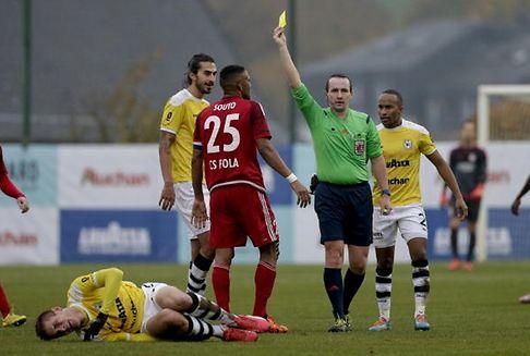Faits divers: L\'arbitre de Racing - RM Hamm Benfica agressé!