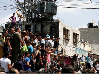Palästinenser schauten am Freitag in Gaza-Stadt zu, wie Männer, die mit Israel zusammengearbeitet haben sollen, ermordet wurden.