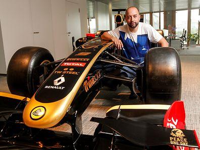 Gérard Lopez peut avoir le sourire: Romain Grosjean poursuivra l'aventure chez Lotus qui sera équipée de moteur Mercedes en 2015.