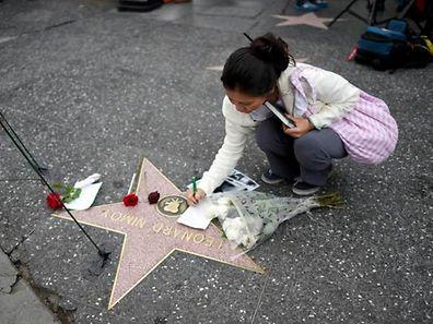 Nimoys Fans legten Blumen an seinem Stern auf dem Hollywood-Walk of Fame nieder.