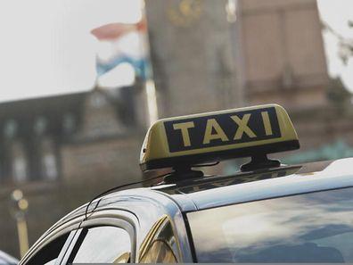 Ein Taxifahrer hat sein Fahrverbot missachtet. Nun muss er mit harten Konsequenzen rechnen.