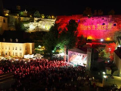 Photo of crowds watching an act during the 2013 Blues and Jazz Rallye in the Grund