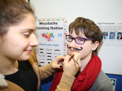 Raising awareness, smiles and funds at St.Georges School / Foto: Steve EASTWOOD