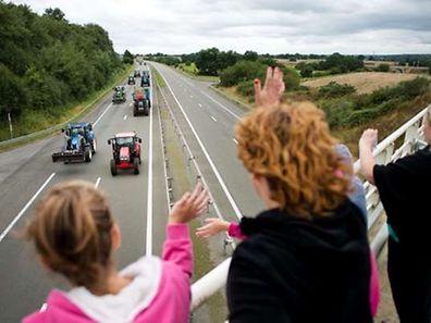 Bereits am Montag blockierten Landwirte die A81 in Westfrankreich.
