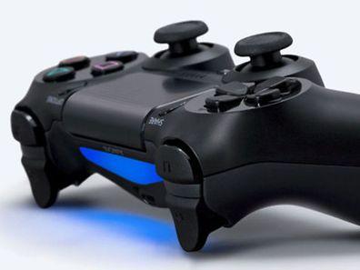 Playstation 4 mit  aktualisierten Steuerelementen und LED-Balkenanzeige