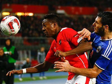 David Alaba (l.) verletzte sich in der Partie gegen Bosnien-Herzegowina.