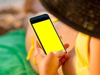 Si l'été rime avec vacances et chaleur, l'exposition solaire doit être prudente et adaptée. Différents outils connectés aident à dompter le soleil pour bronzer intelligemment.