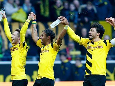 Freude bei den Dortmundern: Marco Reus, Pierre-Emerick Aubameyang und Mats Hummels feiern mit den Fans.