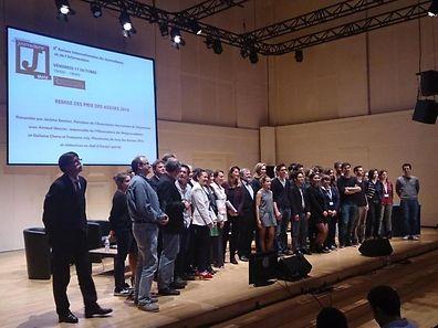 Photo de famille des élus, des lauréats et du jury des Assises du journalisme à Metz