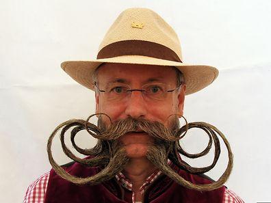 Dieser Bart braucht Jahre, bis er so gewachsen ist: Der viermalige Bartweltmeister Jürgen Burkhardt trägt einen imposanten kaiserlichen Backenbart.