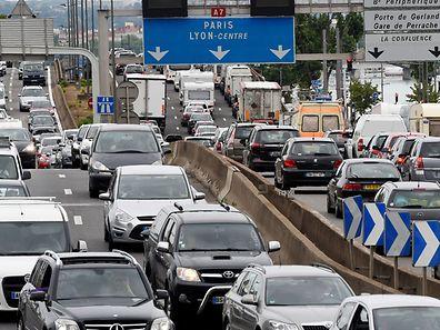 Gros trafic sur l'A7, l'autoroute du soleil, au sud de Lyon en ce vendredi après-midi.
