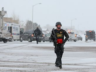 COLORADO SPRINGS, CO - NOVEMBER 27: A member of the Colorado Springs sheriff's department secures the scene during an active shooter situation outside a Planned Parenthood facility where an active shooter reportedly injured up to eleven people, including at least five police officers, on November 27, 2015 in Colorado Springs, Colorado. Police are working to clear the scene and are searching the buiding for possible explosive devices.   Justin Edmonds/Getty Images/AFP == FOR NEWSPAPERS, INTERNET, TELCOS & TELEVISION USE ONLY ==