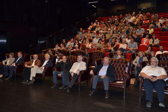 Bequeme Sessel erwarten die Zuschauer im neuen Kino.