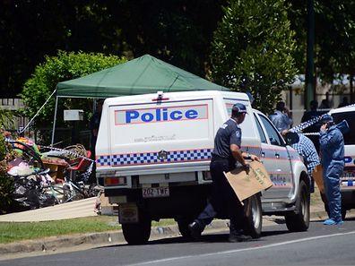 Polizisten sichern den Tatort im Norden der  Stadt Cairns.