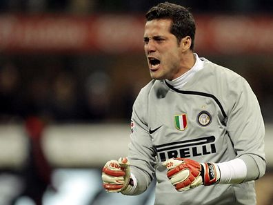 Inter Milan's goalkeeper Julio Cesar celebrates winning against AC Milan during their Italian Serie A soccer match at the San Siro stadium in Milan February 15, 2009.  REUTERS/Alessandro Garofalo (ITALY)
