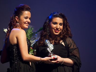Inês Pinto wins for Portugal - presented with trophy from last year's winner Nadine Rodrigues