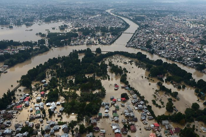 Hundreds of thousands left stranded by Kashmir floods