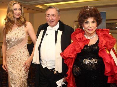 """Für Baulöwe Richard """"Mörtel"""" Lugner (hier mit Gina Lollobrigida  und Mira Sorvino) ist es die fünfte Ehe."""