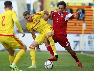 Joueur polyvalent par excellence, Cédric Sacras, ici en action contre le Pays de Galles, préfère évoluer dans l'axe. Mais si le besoin se fait sentir sur le côté...