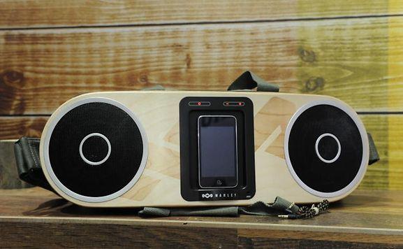 Die Firma Apple will ihre Stellung im Musikgeschäft stärken und plant offenbar ein Internet-Radio aufzubauen.
