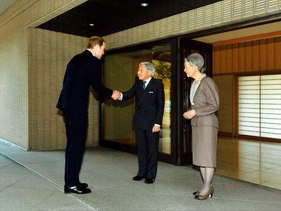 Prinz William trifft auf das japanische Kaiserpaar.