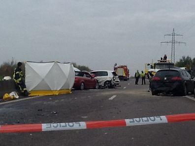 Bei dem Auffahrunfall kam ein Passagier auf dem Rücksitz ums Leben.
