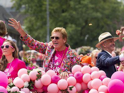 Der niederländische Innenminister Ronald Plasterk (M.) war bei der Veranstaltung ebenfalls auf einem Boot mit dabei.