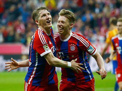 Bastian Schweinsteiger (l.) traf am Samstag nach Vorlage von Mitchell Weiser zum 1:0 gegen Berlin.
