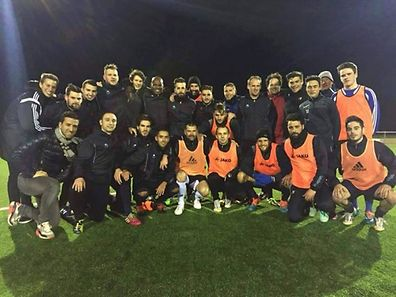 Mateja Kezman et l'équipe du FC Blo-Wäis Itzig.