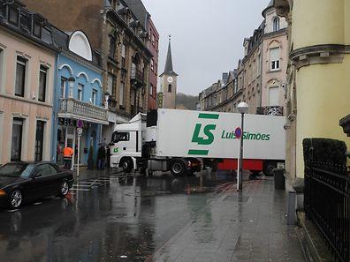 Ein LKW blockierte am Dienstag Morgen den Verkehr an der Gabelung der Zénon Bernard Strasse mit der Rue Xavier Brasseur. in Esch/Alzette.
