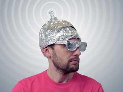 L'hypersensibilité aux ondes magnétiques n'est pas reconnue officiellement en France comme maladie et fait l'objet de controverses entre experts.