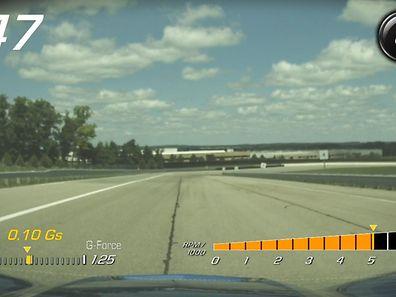 Die Kamera überwacht: Bei der Corvette zeichnet der Performance Data Recorder Video und Fahrdaten gleichzeitig auf.