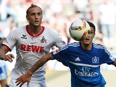 Hamburg's Croatian midfielder Ivo Ilicevic (R) and Cologne's midfielder Marcel Risse vie for the ball during the German first division Bundesliga football match 1FC Cologne vs Hamburger SV in Cologne, western Germany, on August 29, 2015.  AFP PHOTO / PATRIK STOLLARZ  RESTRICTIONS: DURING MATCH TIME: DFL RULES TO LIMIT THE ONLINE USAGE TO 15 PICTURES PER MATCH AND FORBID IMAGE SEQUENCES TO SIMULATE VIDEO.  == RESTRICTED TO EDITORIAL USE == FOR FURTHER QUERIES PLEASE CONTACT DFL DIRECTLY AT + 49 69 650050.