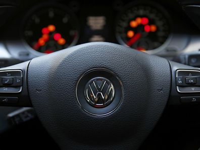 The steering wheel of a Volkswagen Passat TDI diesel is seen in central London, Britain September 30, 2015. Volkswagen UK said on Wednesday around 1.2 million vehicles in Britain, including Audi, Seat and Skoda cars, were affected by the emissions software at the centre of an investigation into rigging of vehicle emissions tests.  REUTERS/Stefan Wermuth