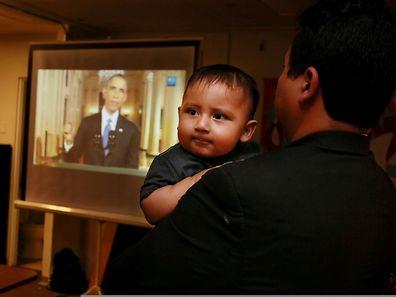 In einer Fernsehansprache erklärte Obama, dass Familien in den USA bleiben dürften, wenn ihr Kind dort geboren ist.