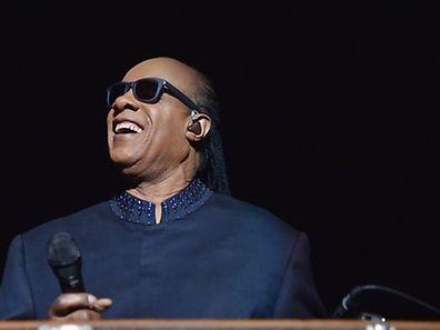 Stevie Wonder darf sich über ein verfrühtes Weihnachtsgeschenk freuen.