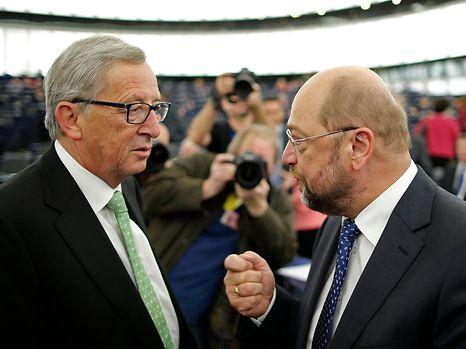 Jean-Claude Juncker im Gespräch mit EU-Parlamentspräsident  Martin Schulz.