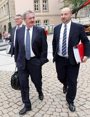 Entre Jean Asselborn (à gauche) et Etienne Schneider, les discussions risquent de s'enflammer durant l'été. Nicolas Schmit, (à gauche derrière) aurait lui aussi pu être une alternative. Mais l'affaire avec la police dont il a fait l'objet il y a deux ans l'a écarté.
