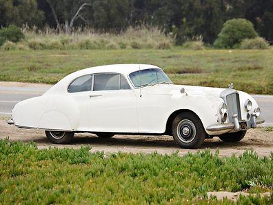 Le romancier avait acheté cette voiture neuve et ajouté plusieurs fonctionnalités, comme la transmission manuelle, des sièges plus légers et des bagages ajustés.