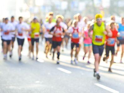 Le marathon, une course mythique qui allie sport intense et dépassement de soi, mais peut aussi se combiner au voyage et à la convivialité.