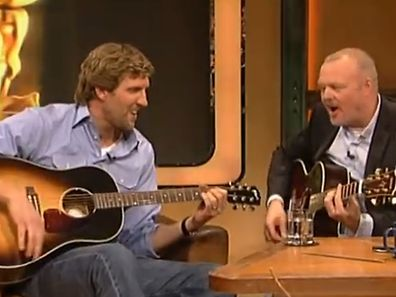 Dirk Nowitzki à la guitare