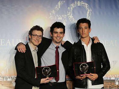 Le compositeur Nicholas Britell, le réalisateur Damien Chazelle et l'acteur américain Miles Teller reçoivent le Grand Prix du Festival de Deauville 2014.