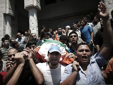 Die 27-jährige Frau von Hamas-Militärchef Mohammed Deif wurde bei einem Angriff Israels getötet. Auch ihr sieben Monate altes Kind starb. Beide wurden wenige Stunden nach ihrem Tod bestattet.