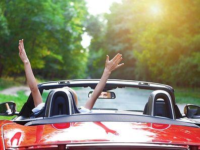 Bien réviser sa voiture avant de partir sur la route des vacances est essentiel pour prévenir les accidents.