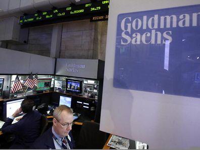 Goldman Sachs kauft für 3,15 Milliarden Dollar (2,37 Mrd Euro) Wertpapiere zurück.
