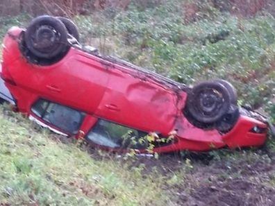 Des quatre personnes qui se trouvaient à bord de la voiture, trois ont été blessées.
