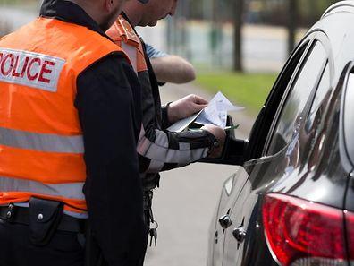 Controle de la Vitesse par la Police Grand Ducale, pour la campagne (we) Control your speed, a Alzingen, Luxembourg, 16 Avril 2015. Photo: Chris Karaba