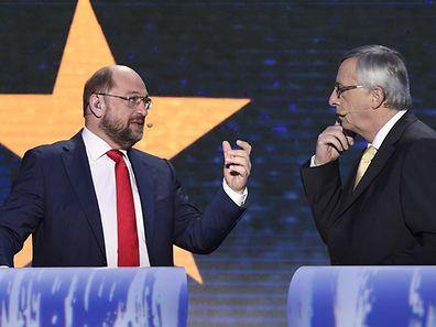 Schulz (l.)  will sich für einen Untersuchungsausschuss einsetzen. Jean-Claude Juncker will, dass die Kommission eng mit diesem zusammenarbeitet.